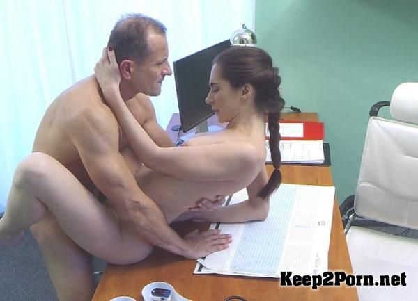 Fakehospital hot babe wants her doctor to suck her tits 3