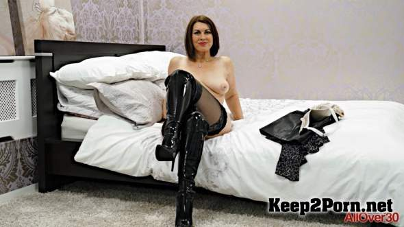 Solo with Milf Raven (MP4 / FullHD) AllOver30