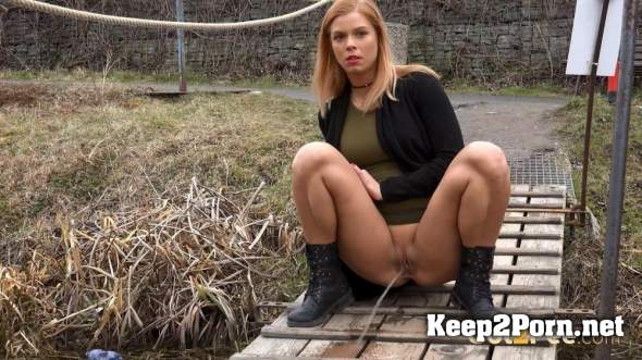 Chrissy is Desperate 30-03-18   (MP4, FullHD, Pissing) Got2pee, G2P