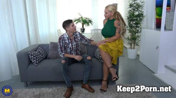 Mature presents alexa blun in big breasted housewife doing her toyboy
