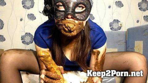ScatLina - I wear a diaper and take off my mask (MP4 / FullHD) ScatShop