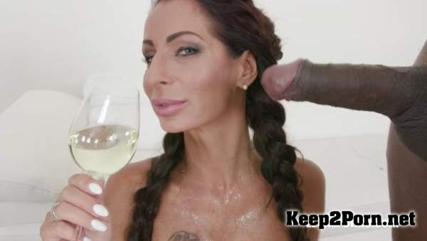 Valentina Sierra is coming to get pissed on IV318 / 22.06.2019 (Pissing, SD 480p) LegalPorno