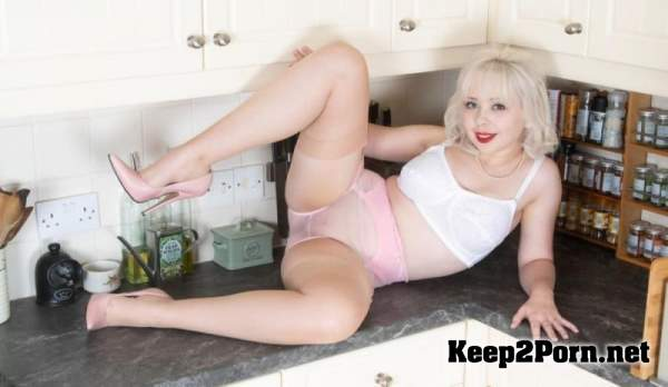 Cherry English - Angel in the kitchen (Video, HD 720p) NHLPCentral