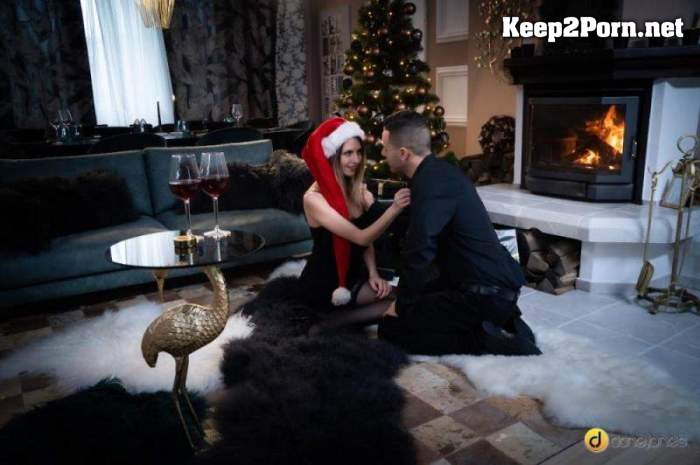 Rebecca Volpetti - Couple share orgasmic Xmas presents (24.12.20) (MP4, HD, Video) DaneJones, SexyHub